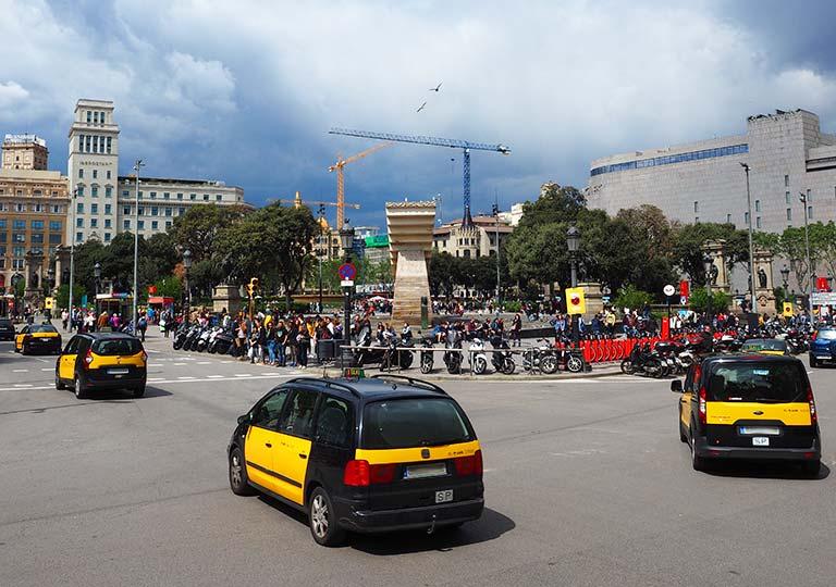 バルセロナ観光 カタルーニャ広場のタクシー
