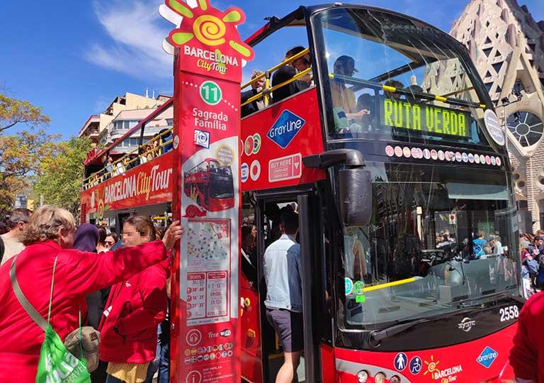 バルセロナ 観光バスのバス停