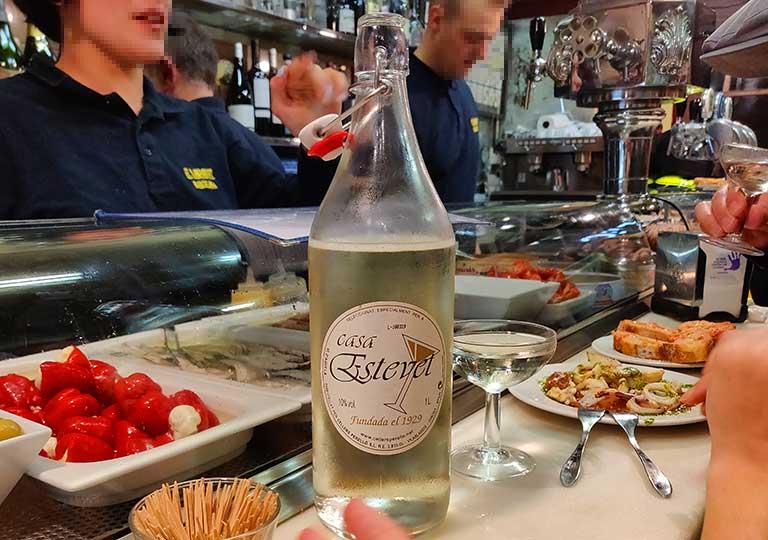 バルセロナグルメ タパスバル エル・シャンパニェットの白ワイン