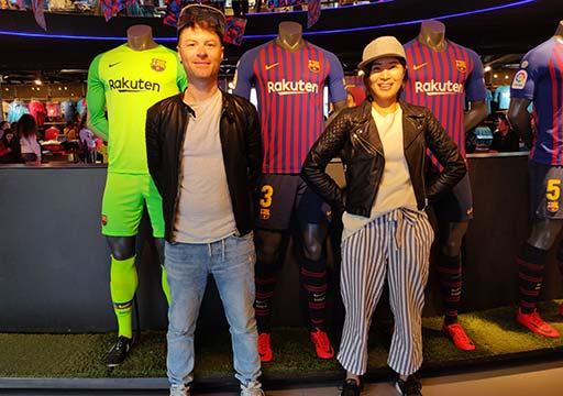 FCバルセロナ メガストア ユニフォームを着たマネキンと写真