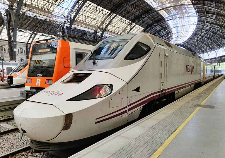 スペインの電車 Renfe(レンフェ)の列車