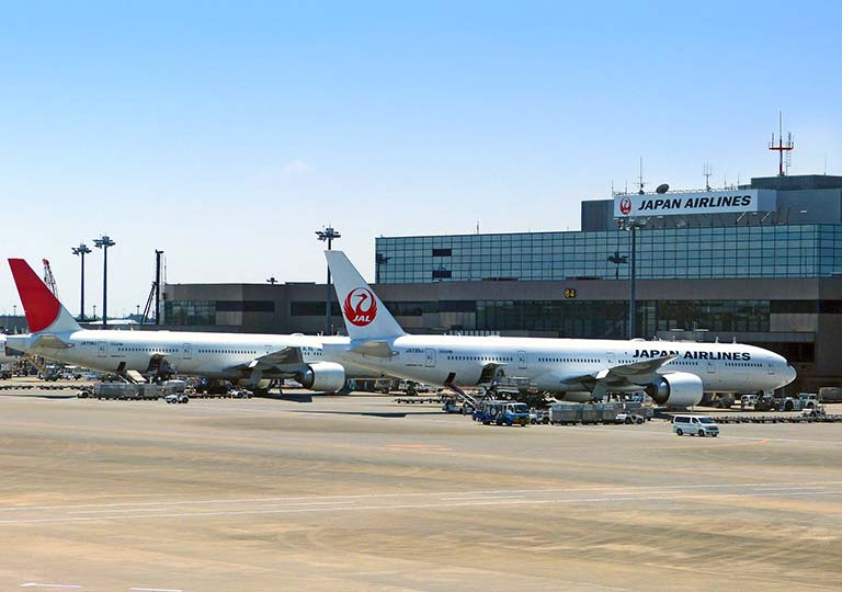 空港 JALの飛行機