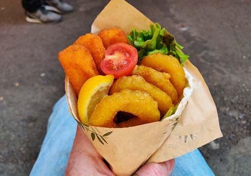 バルセロナグルメ ボケリア市場 ブリトー店 揚げ魚