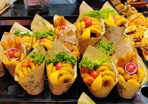 バルセロナグルメ ボケリア市場 ブリトー店 海鮮フライ