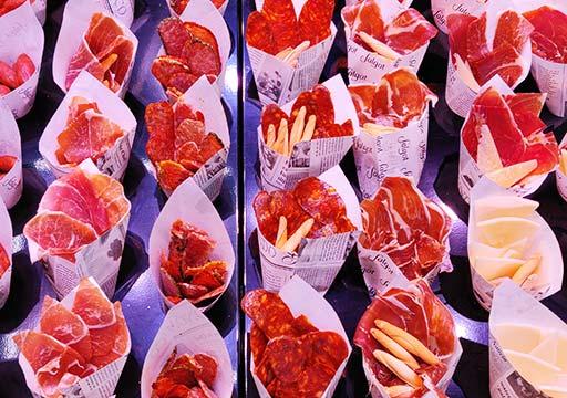 バルセロナグルメ ボケリア市場 ハムとサラミ
