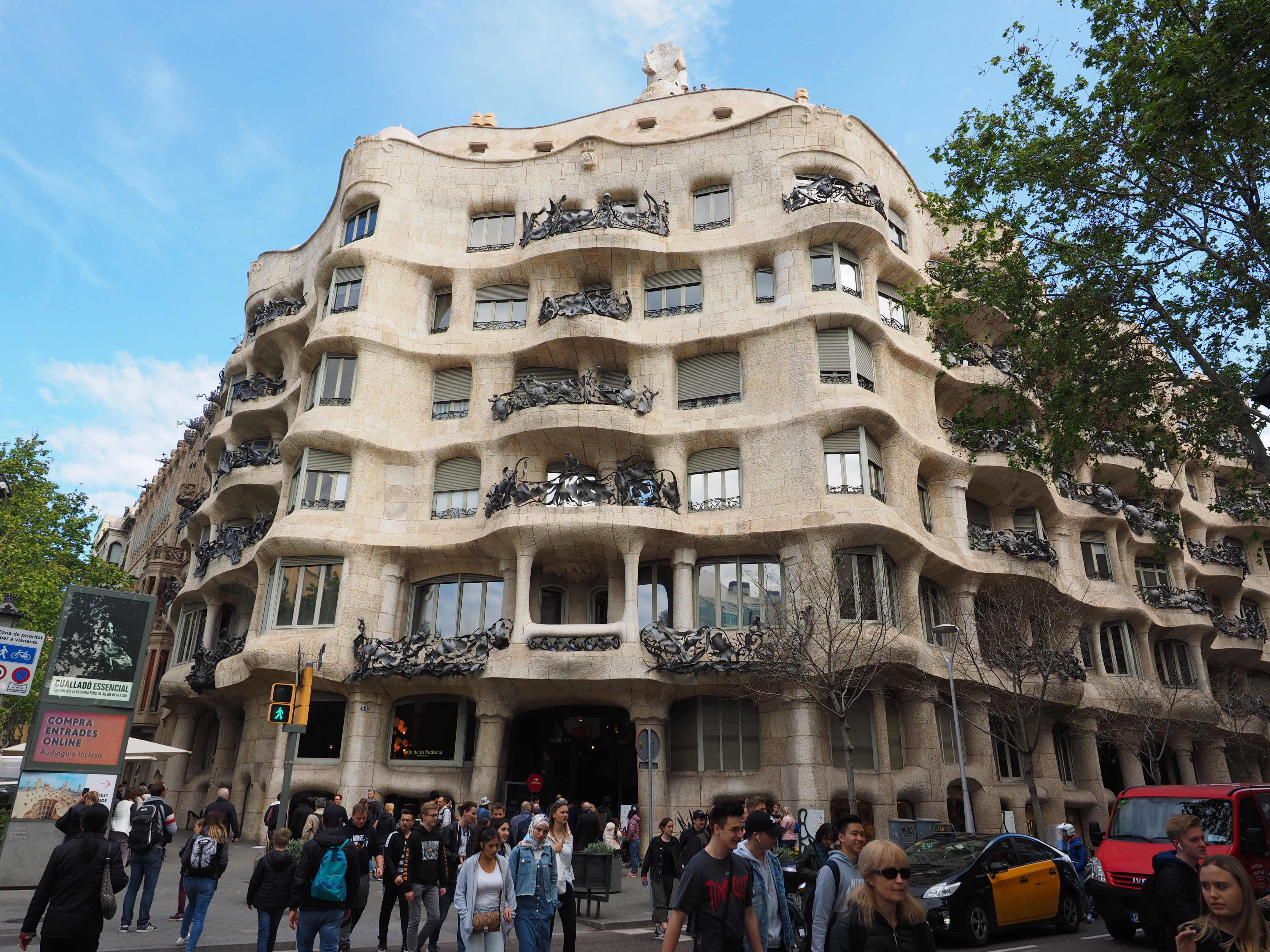 バルセロナ観光 カサ・ミラ