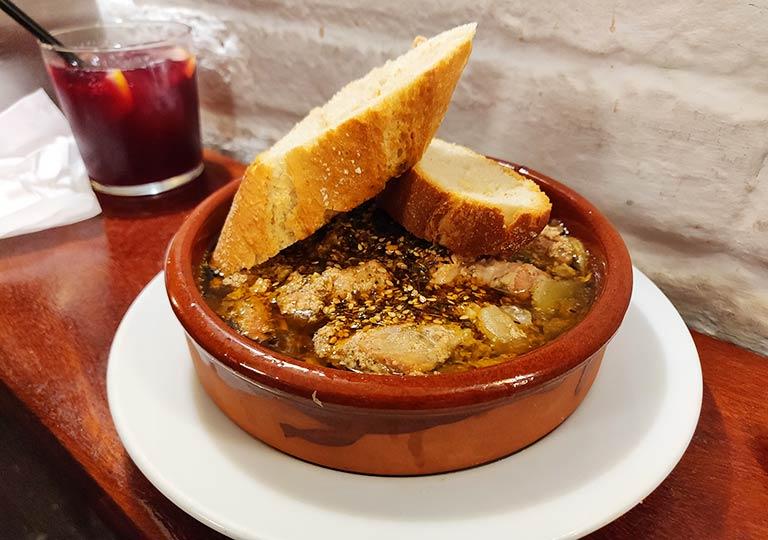 バルセロナグルメ 牛肉のフランクステーキとチミチュリソースグルメ