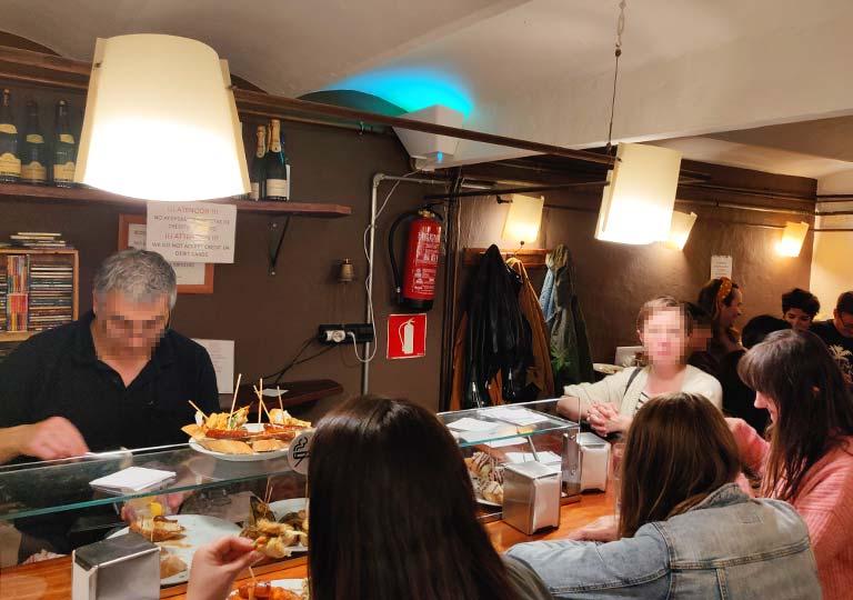 バルセロナグルメ タパスバル Gastereaの店内