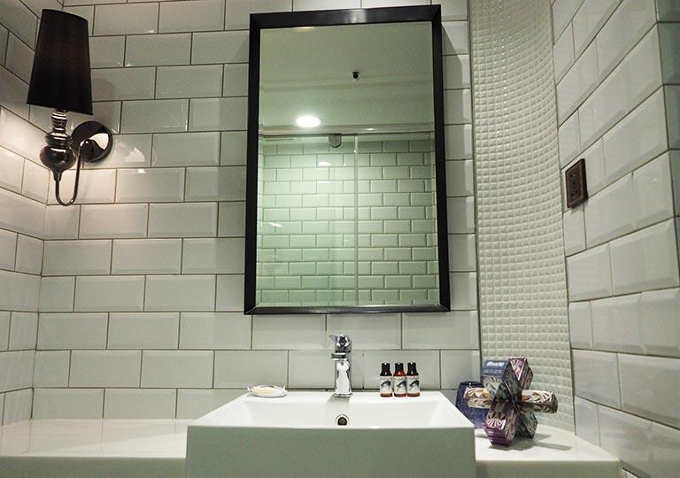 台中 1969ブルースカイホテル(1969 藍天飯店) 客室の洗面台