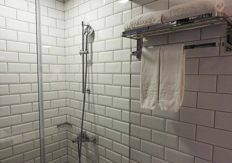 台中 1969ブルースカイホテル(1969 藍天飯店) 客室のシャワールーム