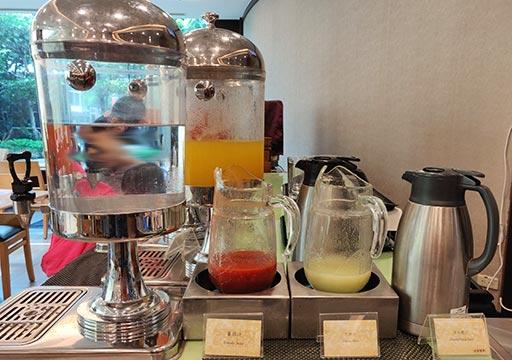 台中 エバーグリーンローレルホテル(長栄桂冠酒店) 朝食ビュッフェのコールドドリンク