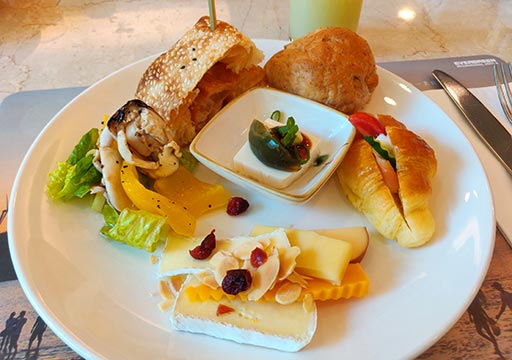 台中 エバーグリーンローレルホテル(長栄桂冠酒店) 朝食ビュッフェのお皿