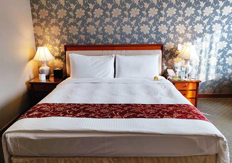 台中 エバーグリーンローレルホテル(長栄桂冠酒店) 客室のベッド