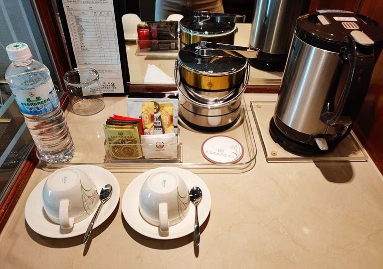 台中 エバーグリーンローレルホテル(長栄桂冠酒店) 客室のコーヒー・ティーセット