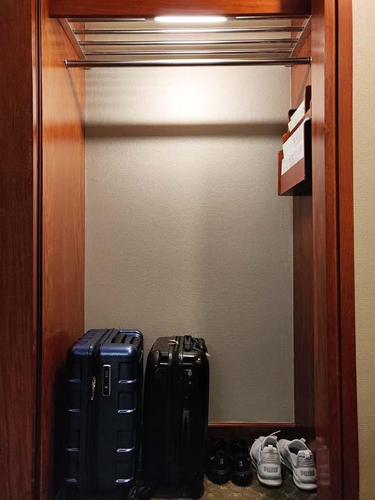 台中 エバーグリーンローレルホテル(長栄桂冠酒店) 客室の荷物置き場