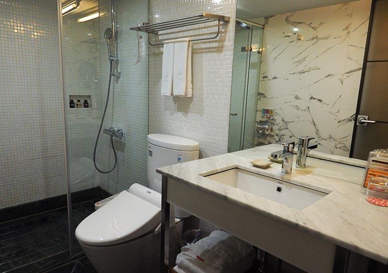 台中 レッドドットホテル(紅點文旅) 客室のバスルーム