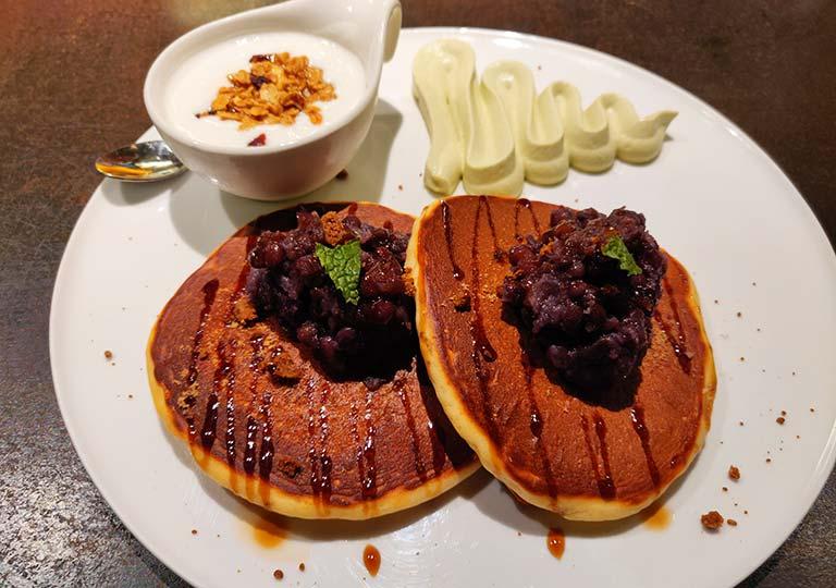 台中 レッドドットホテル(紅點文旅) 朝食のパンケーキ