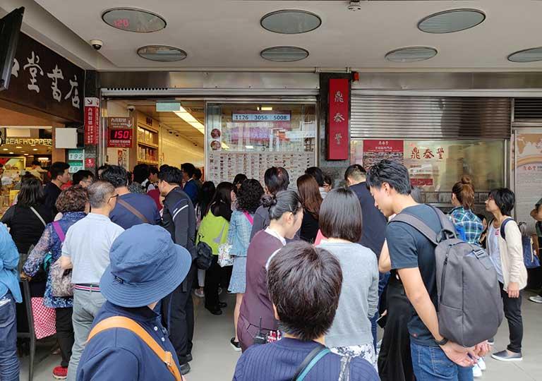 ディンタイフォン台北本店の人込み