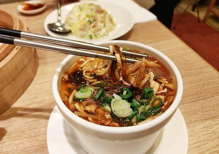 ディンタイフォン台北本店の料理 サンラータン