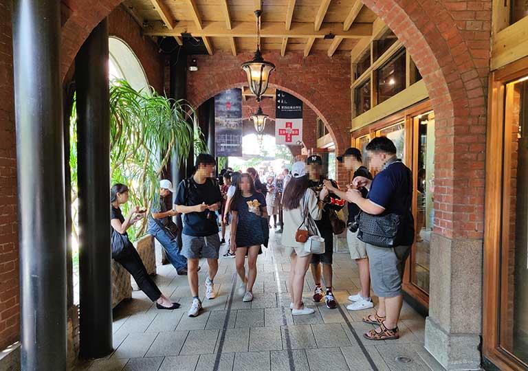 台中の宮原眼科 建物のアーチの廊下