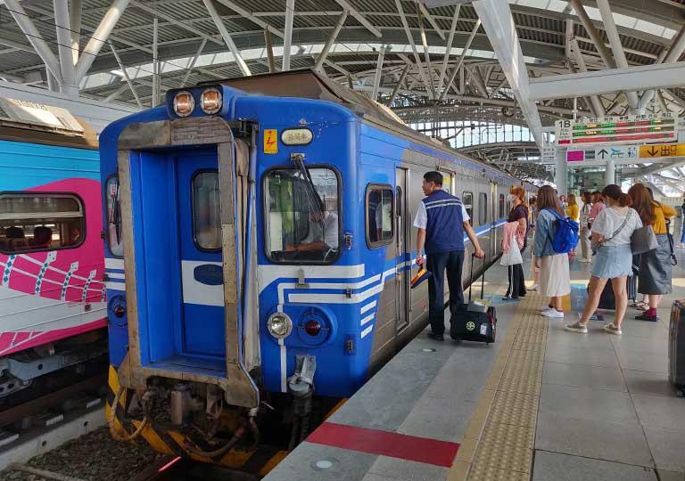 台鉄台中駅 電車