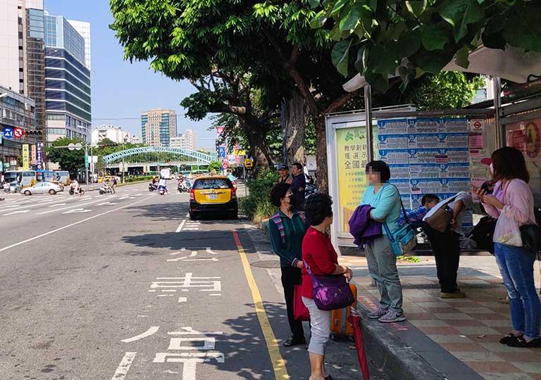 台中のバス停「干城站」