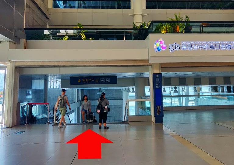 台中 新烏日駅のバス停への道のり