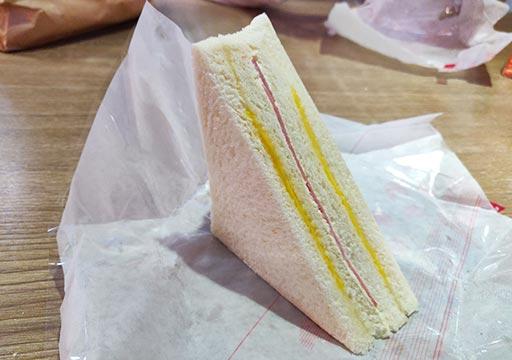 シティスイーツ桃園ゲートウェイ(City Suites - Taoyuan Gateway) 朝食のサンドイッチ