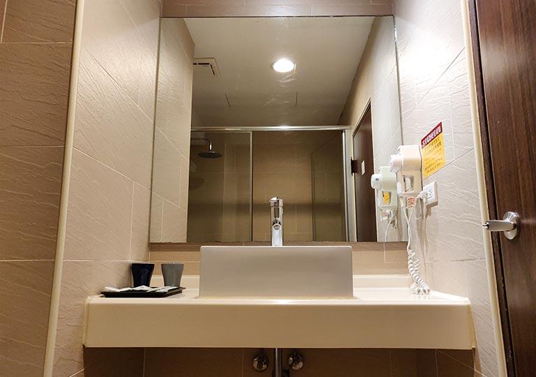 シティスイーツ桃園ゲートウェイ(City Suites - Taoyuan Gateway) 客室の洗面台