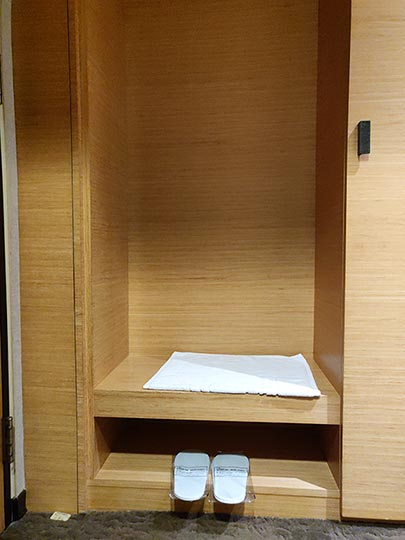 シティスイーツ桃園ゲートウェイ(City Suites - Taoyuan Gateway) 客室の棚