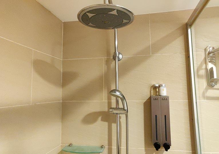 シティスイーツ桃園ゲートウェイ(City Suites - Taoyuan Gateway) 客室のシャワー