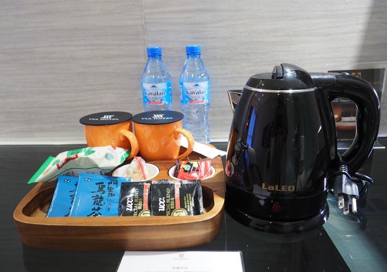 ヴィアホテル台北ステーション(Via Hotel Taipei Station) 客室のケトル、紅茶・コーヒー、スナック