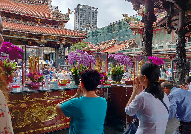 台北 龍山寺の三宝仏