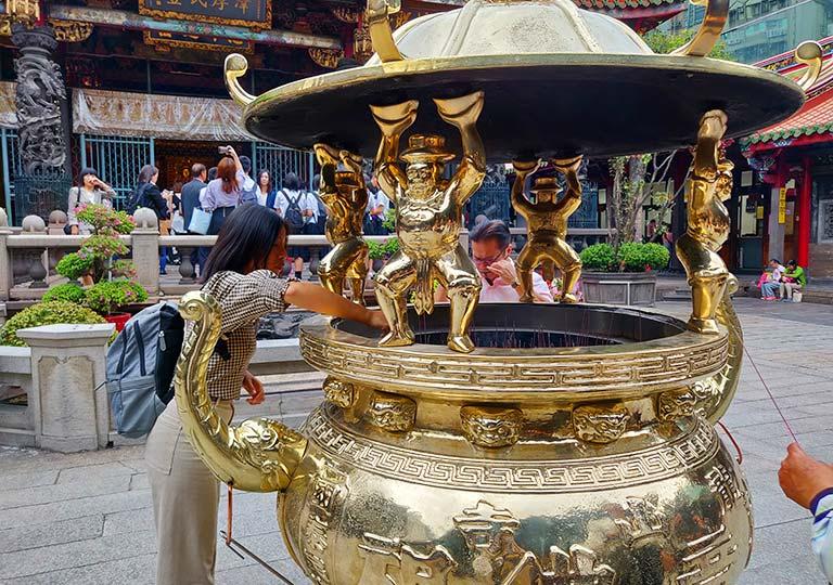 台北 龍山寺の香炉