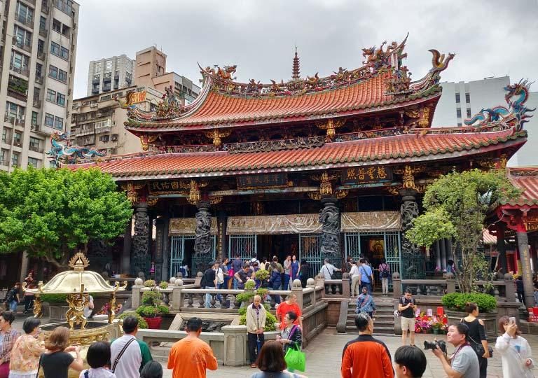 台北 龍山寺の本殿