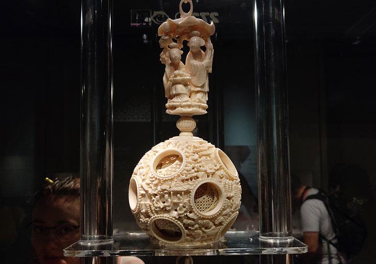 台北 国立故宮博物館の展示物 鏤彫象牙雲龍文套球