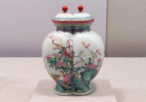 台北 国立故宮博物館の展示物 粉彩久安圖雙連蓋瓶