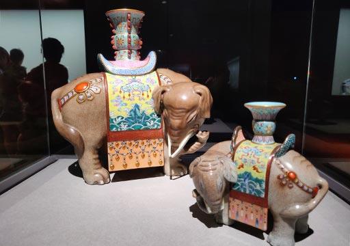 台北 国立故宮博物館の展示物 清太平有象瓷尊