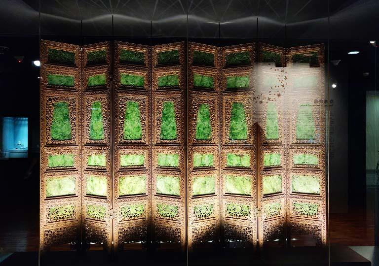 台北 国立故宮博物館の展示物 碧玉屏風