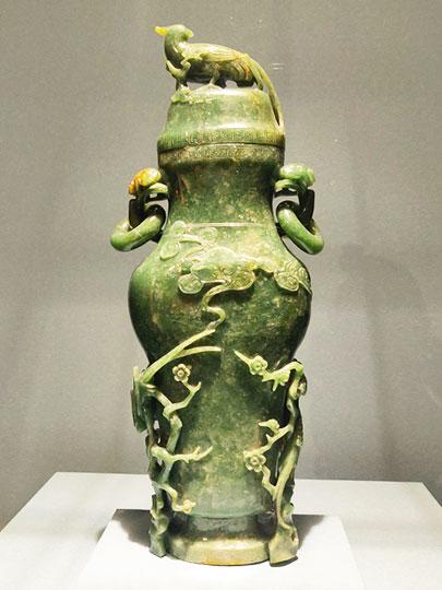 台北 国立故宮博物館の展示物 翡翠玉花鳥瓶