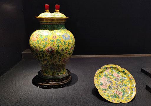 台北 国立故宮博物館の展示物 清畫琺瑯雙連蓋罐