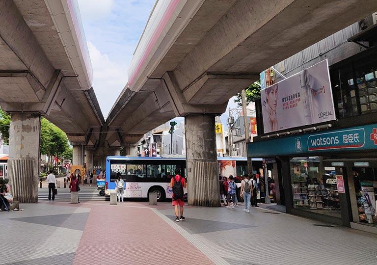 台北 MRT士林駅から国立故宮博物館行きバス停への道のり