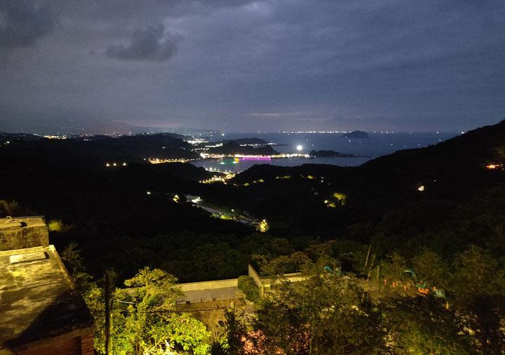 九份 サニールーム(陽光味宿) 客室のバルコニーからの夜景