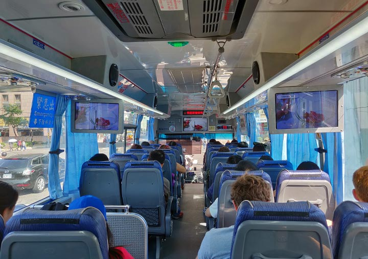 台北から九份に行くバス 965番の内部