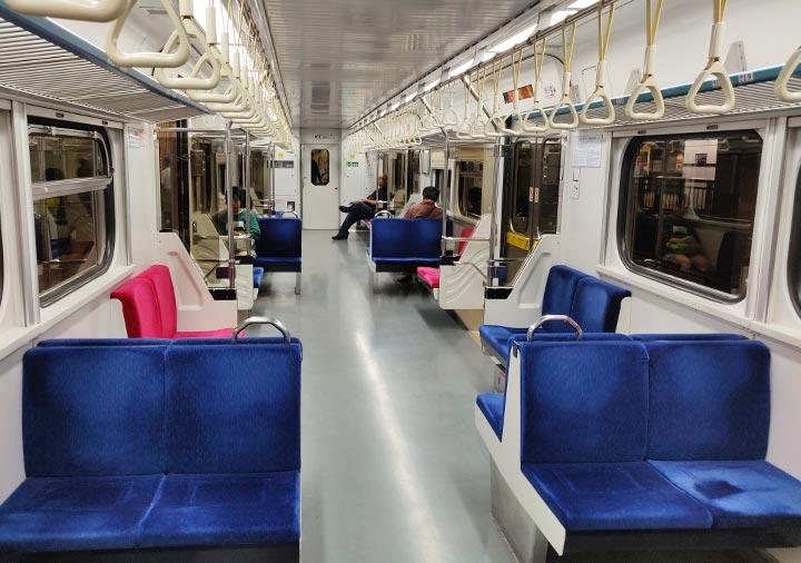 台湾の台鉄電車 區間列車の車内