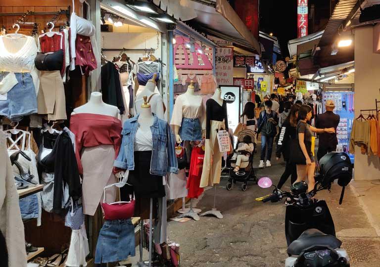 台中の一中街夜市 衣料品店