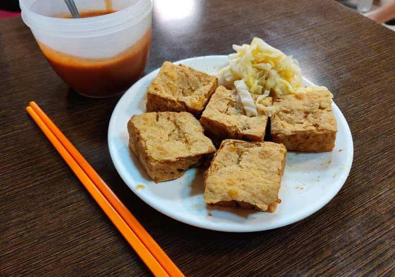 台中 中華路夜市のグルメ 臭豆腐