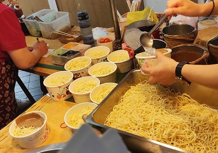 台北 士林夜市のグルメ 冷麺
