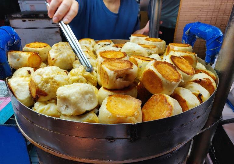 台北 士林夜市のグルメ 焼き小籠包