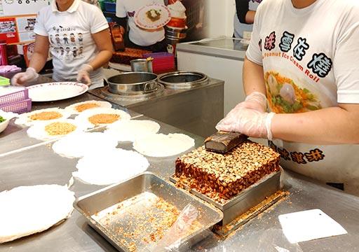 九份のグルメ 九份阿珠雪在燒のピーナッツ入りクレープアイス